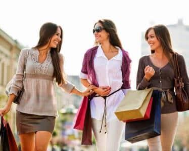 Contoh Percakapan Bahasa Inggris 2 dan 3 Orang Saat Berbelanja