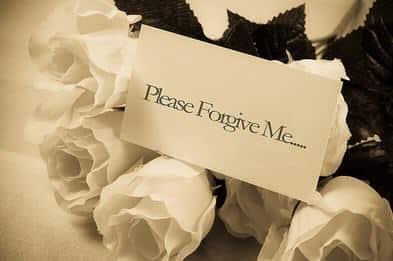 Percakapan Meminta Maaf dalam Bahasa Inggris Antara 5 Orang dan Artinya